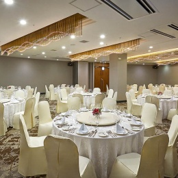 Banquet Hall – Round Table Setup